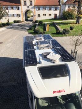 Wohnmobil autark mit Solar Modulen
